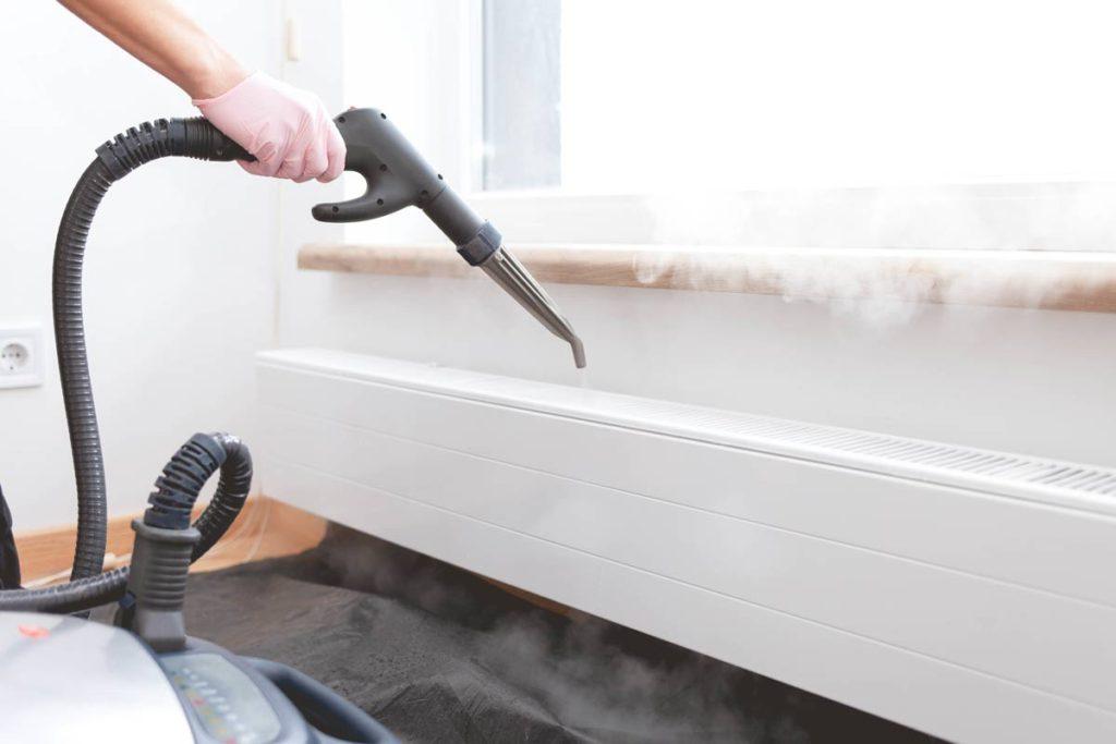 pulire i termosifoni con il vaporetto